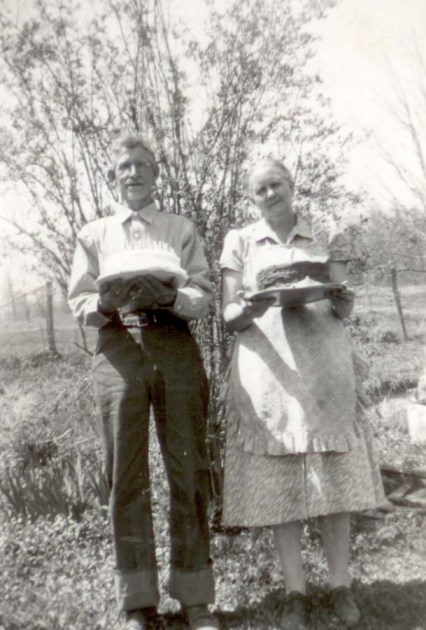 Hazel's mom's parents Amos and Texie White, holding two homemade cakes. (Date unknown.)